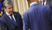 Ignacio Cosidó (izqda), a su llegada a la comisión de investigación...
