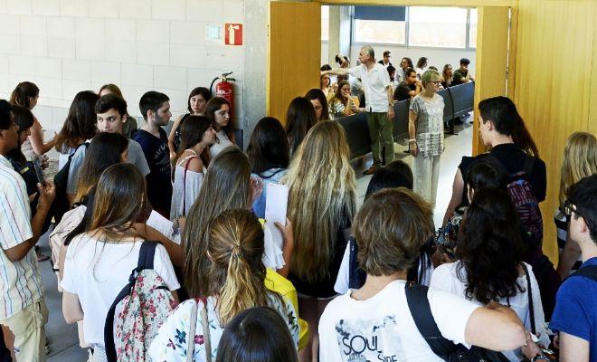 Alumnos de selectividad entran al aula de la Universidad de las Islas...