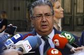 El ministro del Interior, Juan Ignacio Zoido, atiende a los medios en...