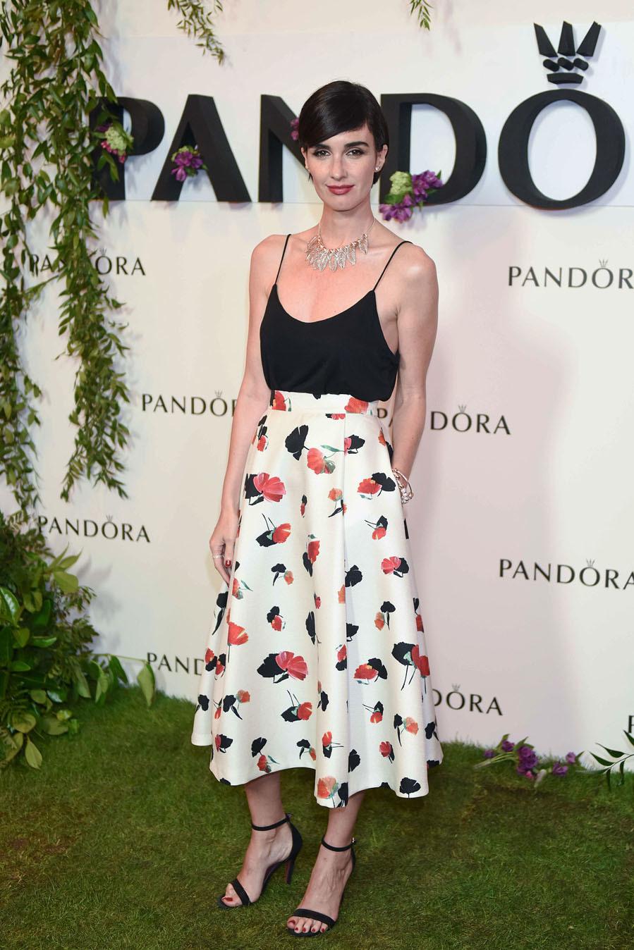 La actriz fue una de las mejor vestidas de la noche, con una falda...