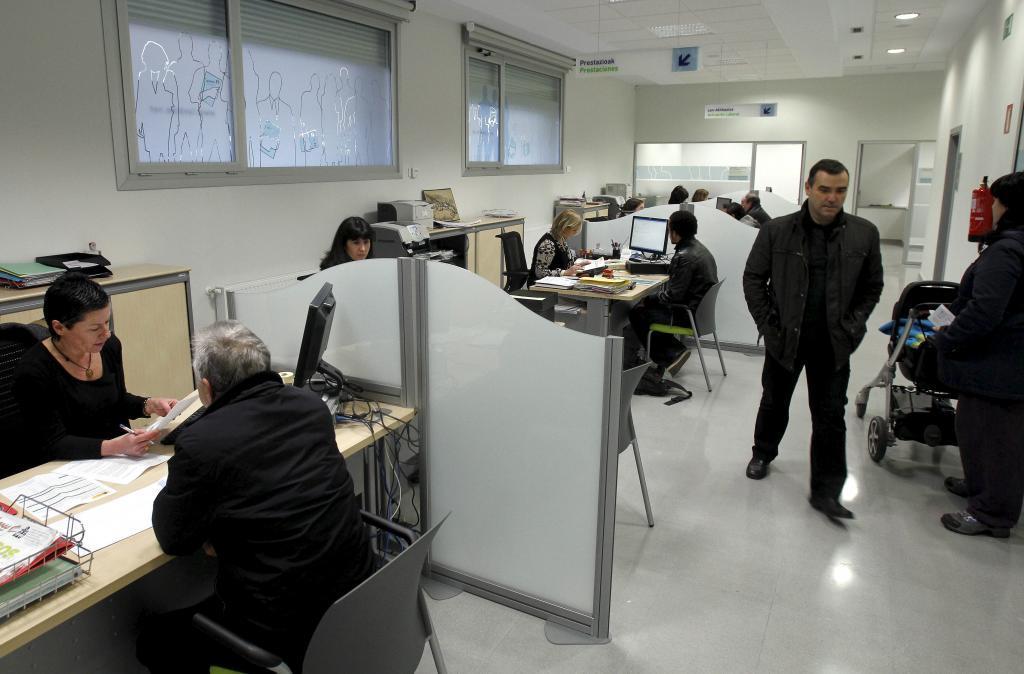 La mitad de los trabajadores de lanbide es eventual pais for Oficinas lanbide