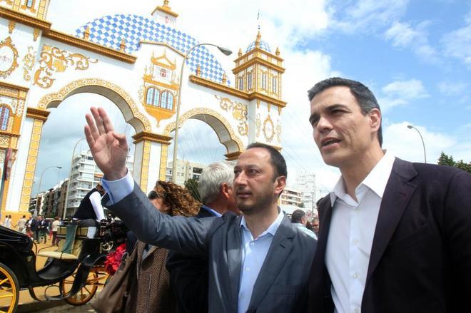 Gómez de Celis junto a Pedro Sánchez en la Feria de Abril de...