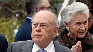 Jordi Pujol y Marta Ferrusola a su salida tras declarar en la...