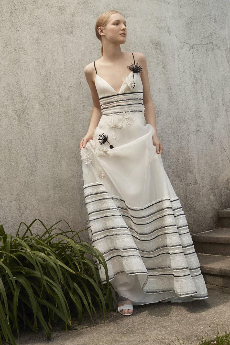 0eed450b93 Colección Resort 2018 de Carolina Herrera: vestido blanco con bordados