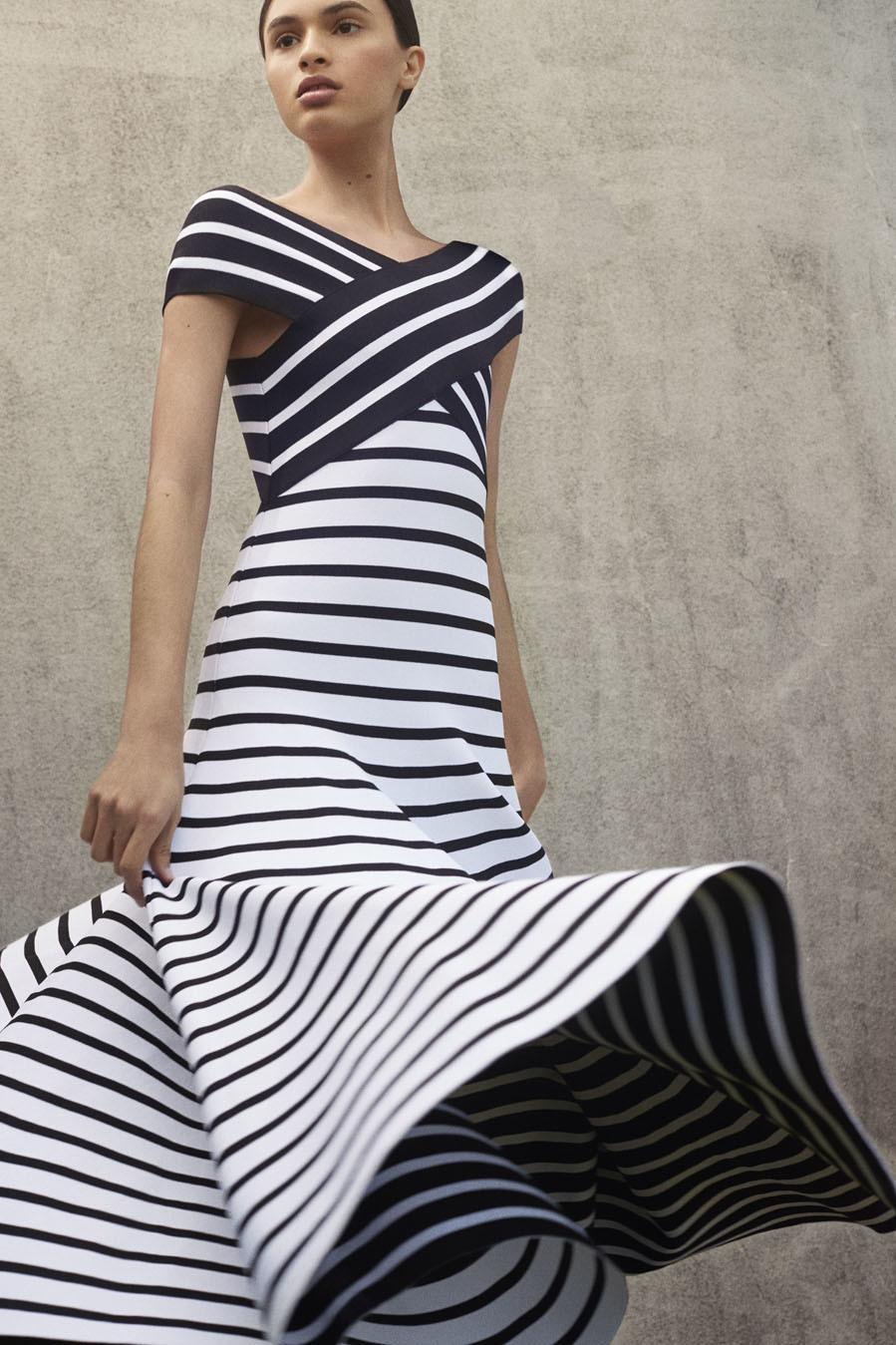 d75252558a Colección Resort 2018 de Carolina Herrera: vestido de rayas black&white