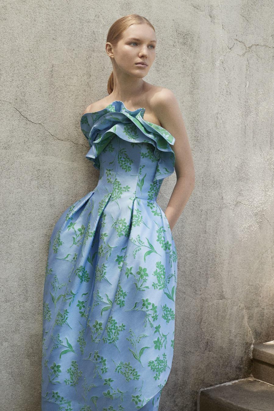 bc95d899b9 Colección Resort 2018 de Carolina Herrera: vestido fluido con volúmenes
