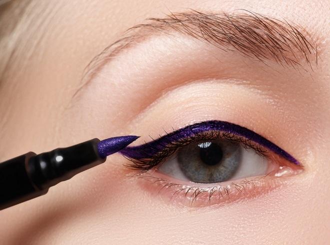 atrvete con delineadores de colores fotoshutterstock - Pintarse Los Ojos