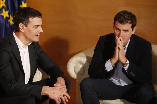 Pedro Sánchez y Albert Rivera reunidos en el Congreso en marzo del...