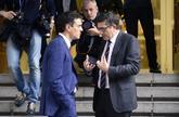 Pedro Sánchez y Patxi López conversan el pasado año en el Congreso...