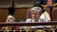 El alcalde de Zaragoza, Pedro Santisteve, en la tribuna de invitados...