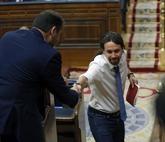 Pablo Iglesias y José Luis Ábalos se saludan el miércoles en el...