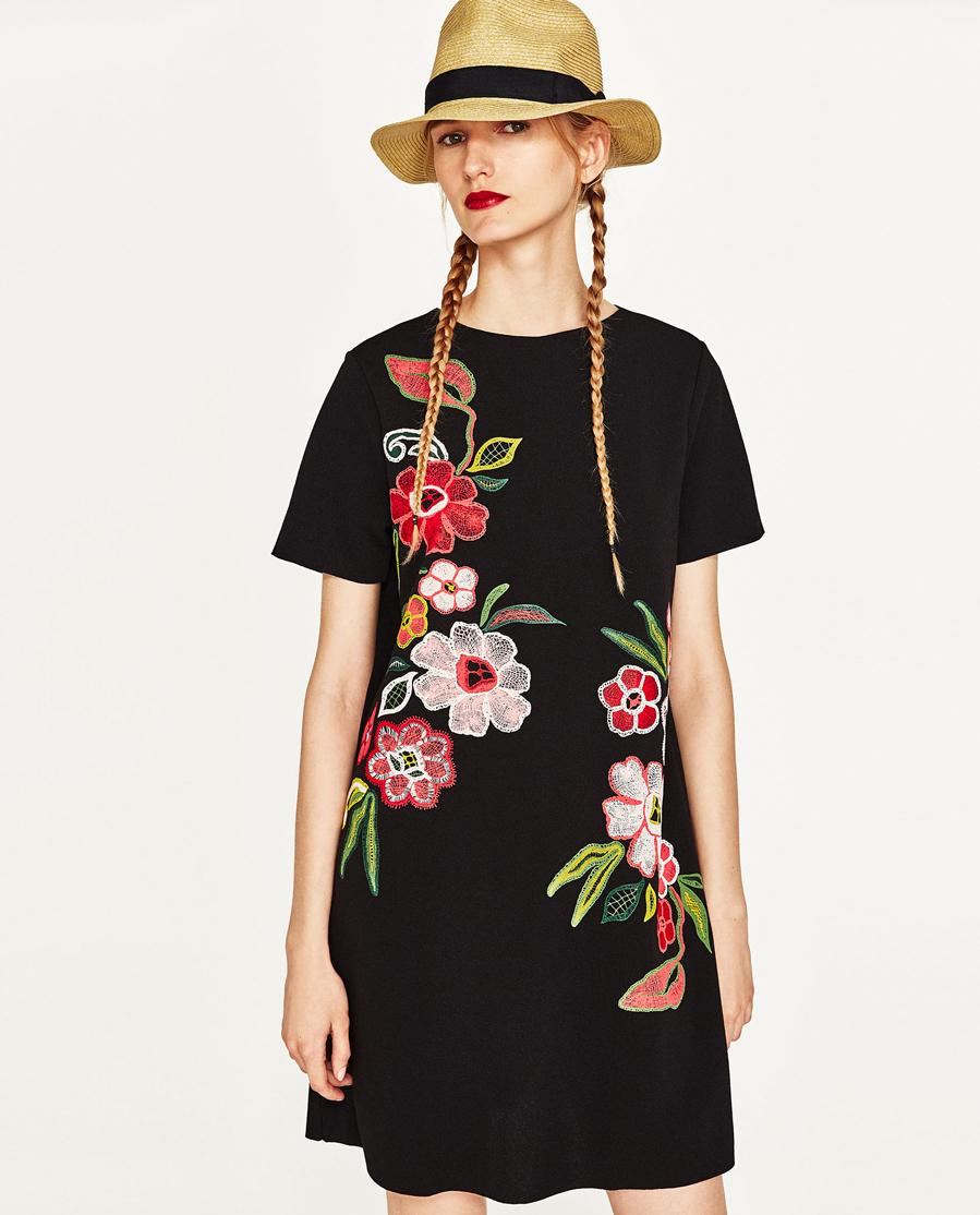 3da020ebf7 Vestido corto con flores de Zara