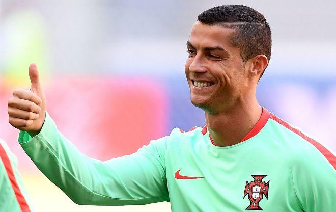 Cristiano Ronaldo, durante la sesión de entrenamiento con Portugal en Kazán (Rusia), este sábado.