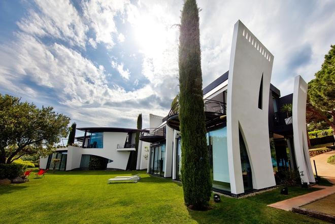As es la nao la casa de lujo con forma de barco - Fotos de la casa blanca por fuera ...