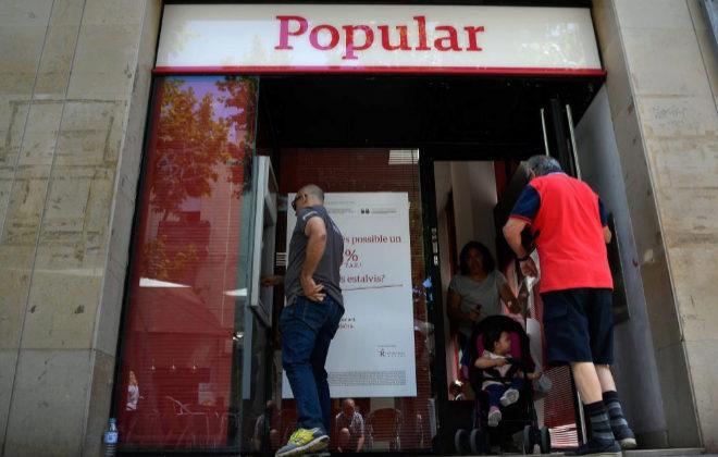 Bruselas invita a espa a a investigar las retiradas de for Cajeros barcelona