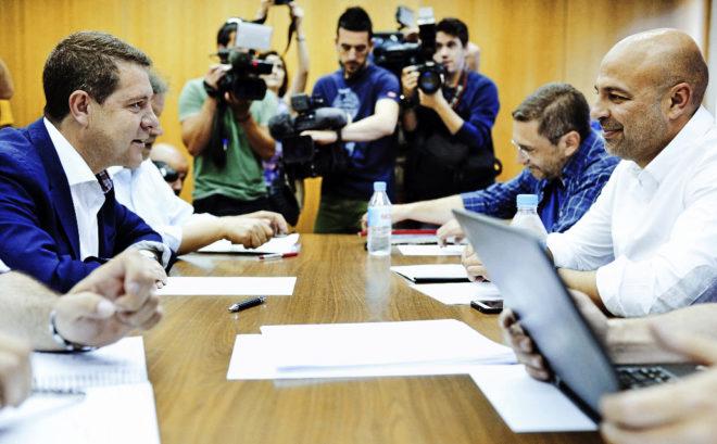 Emiliano García-Page y José García Molina, en la negociación en...