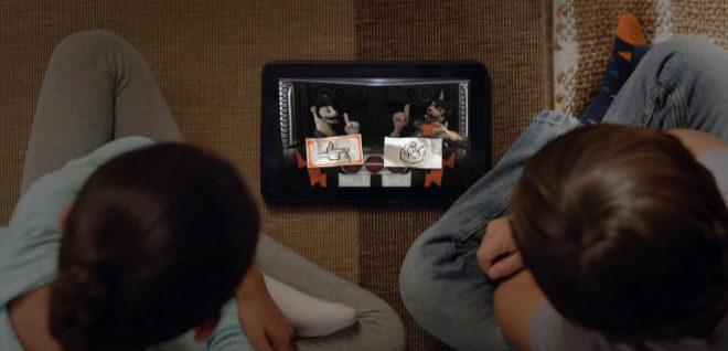Dos niños ven 'Buddy Thunderstruck: The Maybe Pile', segundo título...