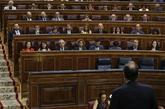 Rajoy responde a la portavoz del PSOE, Margarita Robles, en la sesión...