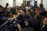 Pablo Iglesias atiende a los medios en el Congreso de los Diputados.