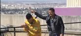 Antonio Banderas hace gestos al humorista Ramez Galal tras sufrir su...