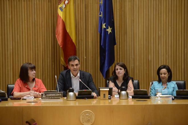 De izqda. a dcha., Cristina Narbona, Pedro Sánchez, Adriana Lastra y...
