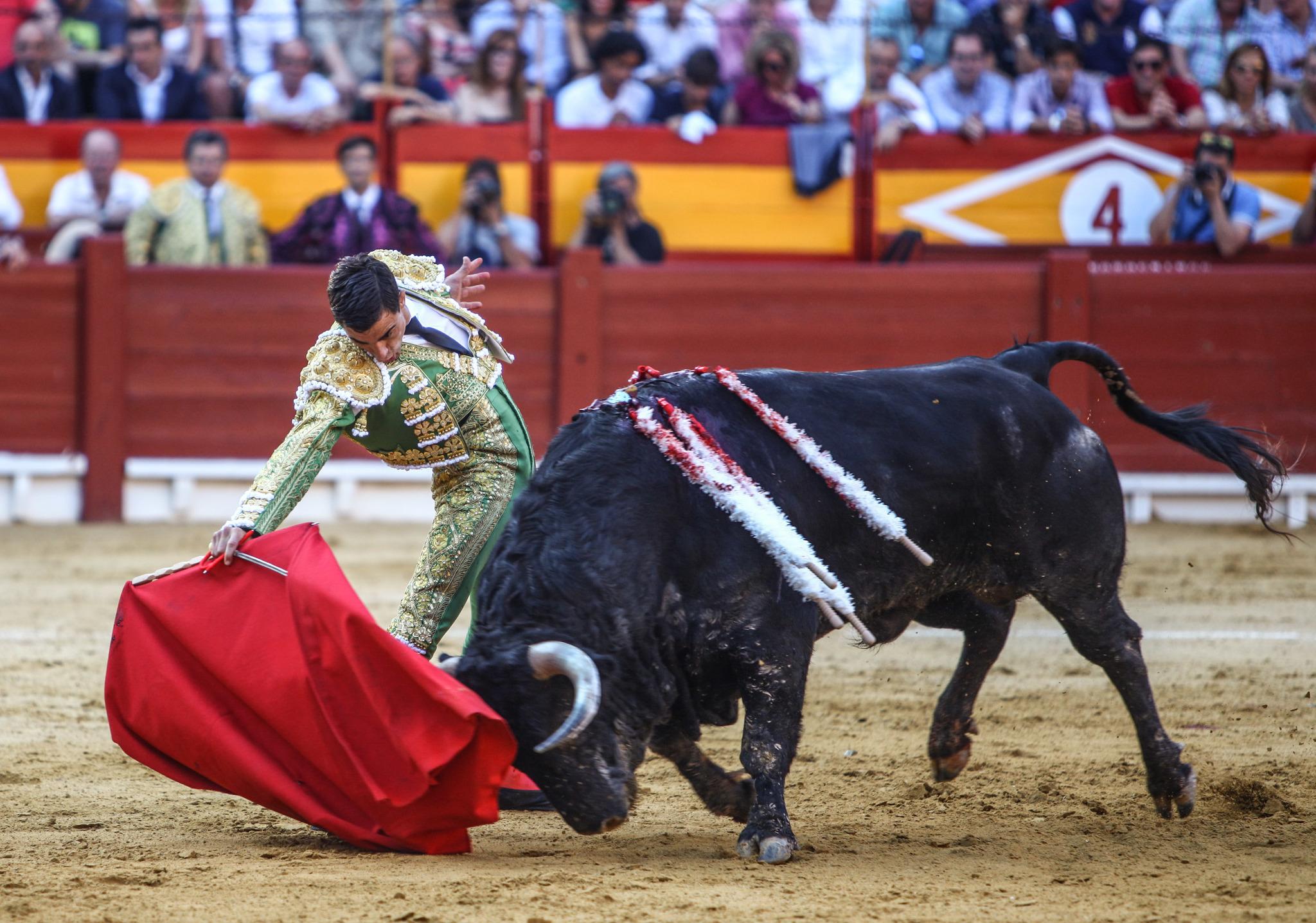 Poderoso muletazo de Paco Ureña en tarde de entrega