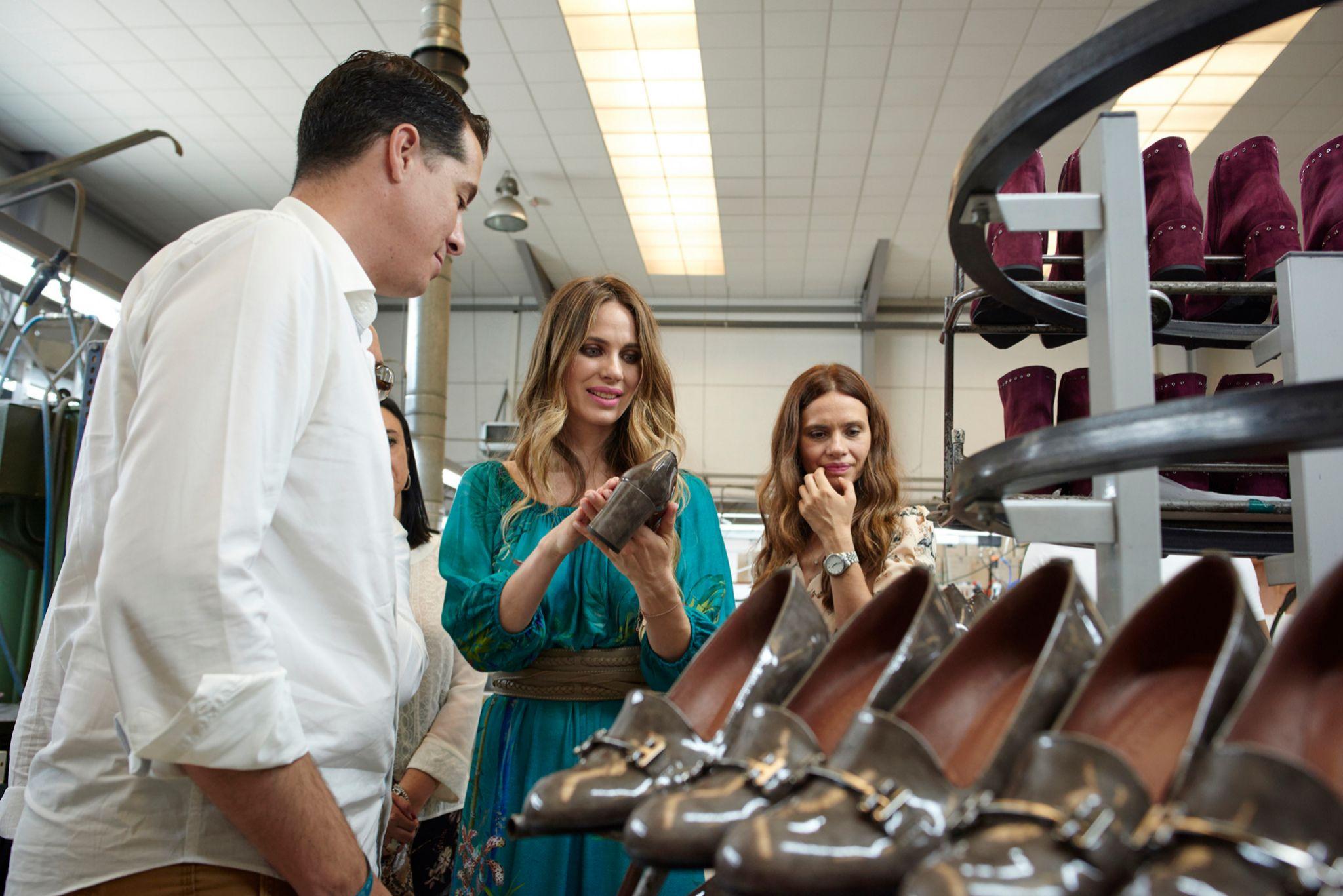 Romero durante una  visita a la fábrica de Hispanitas.