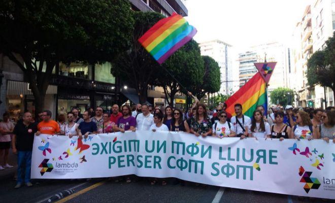 desfile del orgullo gay en valencia