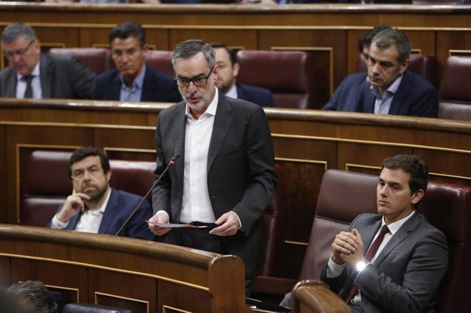 José Manuel Villegas, junto a Miguel Gutiérrez y Albert Rivera, en...