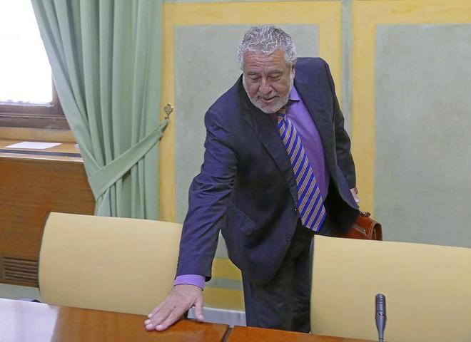 El subdirector general de la RTVA, Joaquín Durán, en el Parlamento de Andalucía.