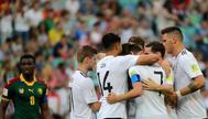 Los jugadores de Alemania celebran el gol de Demirbay ante Camerún.