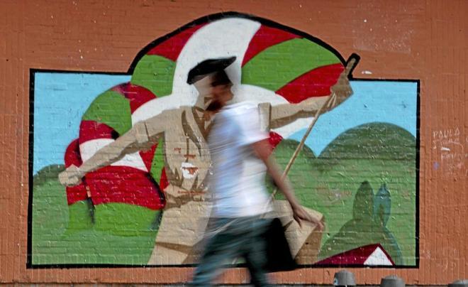 Pintada a favor de los presos etarras en el barrio de Rekalde, en...