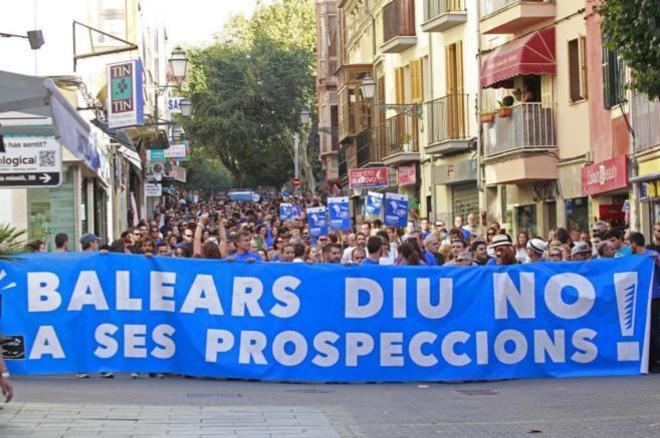 La marea azul recorriendo las calles del centro de Palma, en 2014.