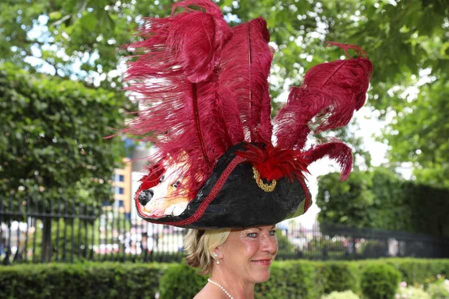 b96ef6165a10b A veces las carreras de Ascot se convierten en un auténtico baile de  sombreros