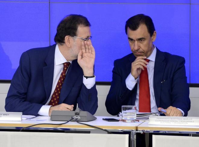 Mariano Rajoy, junto a Fernando Martínez-Maíllo, en la reunión del...