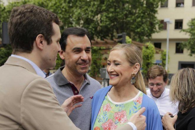 La presidenta de la Comunidad de Madrid, Cristina Cifuentes, junto a Fernando Martínez-Maillo y Pablo Casado.