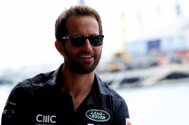 Ben Ainslie posa en el hospitality de Land Rover BAR en Bermuda, la pasada semana.