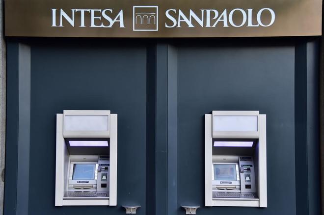 Cajeros de la entidad italiana Intesa San Paolo.