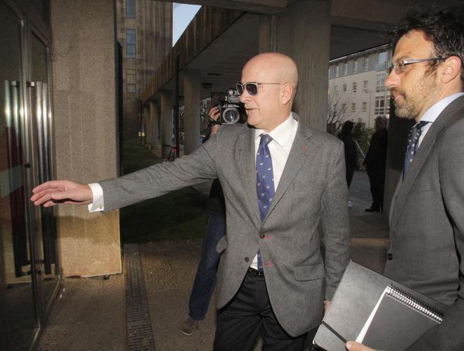 El ex director de Seguridad en Circulación de Adif Andrés Cortabitarte, a su llegada al juzgado.