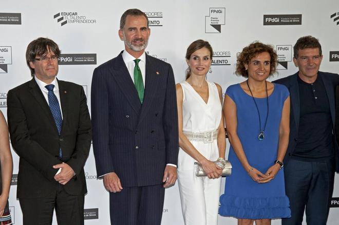 Los Reyes, con Carles Puigdemont, Dolors Montserrat y Antonio Banderas...