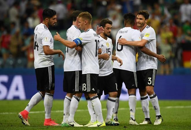Los jugadores alemanes celebran uno de los goles ante México en semifinales.