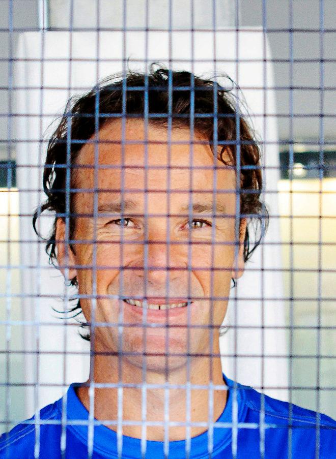 El ex tenista mallorquín, tras las cuerdas de su raqueta.
