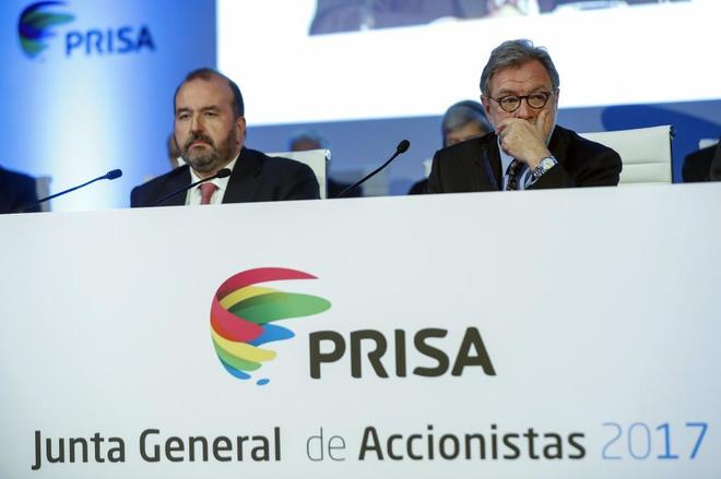 José Luis Sainz (izq.) y Juan Luis Cebrián, en la junta general de...