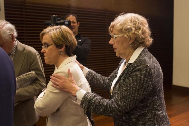 Purificación Causapié y Manuela Carmena, en un acto del Ayuntamiento de Madrid.