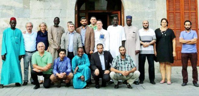 El alcalde y representantes de los grupos municipales de Inca junto con miembros de la comunidad musulmana.