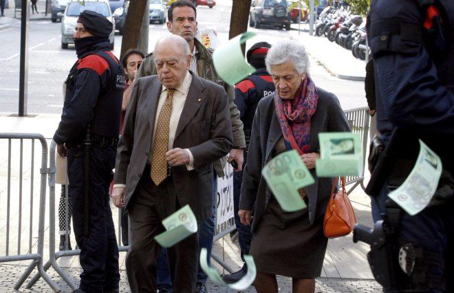 Jordi Pujol y Marta Ferrusola, a su llegada a los juzgados de la Ciudad de la Justicia de Hospitalet en 2015.