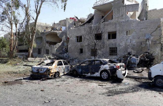 Coches dañados en uno de los lugares de la explosión