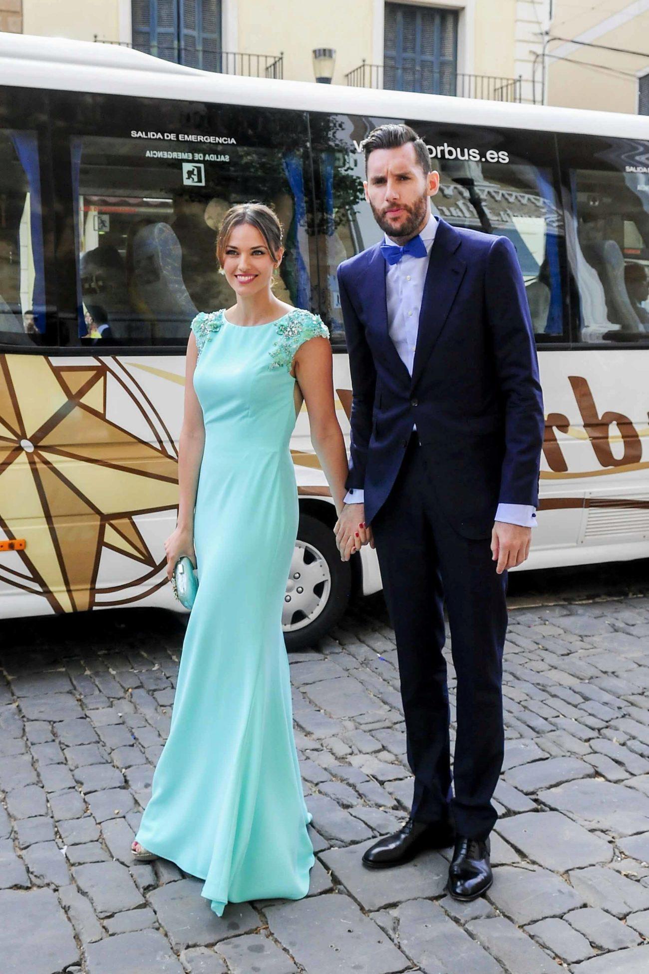 Boda de Sergio Llull y Almudena Cánovas en Menorca. El vestido de la ...