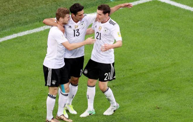 Stindl celebra su gol en la final de San Petersburgo con Werner y Rudy.