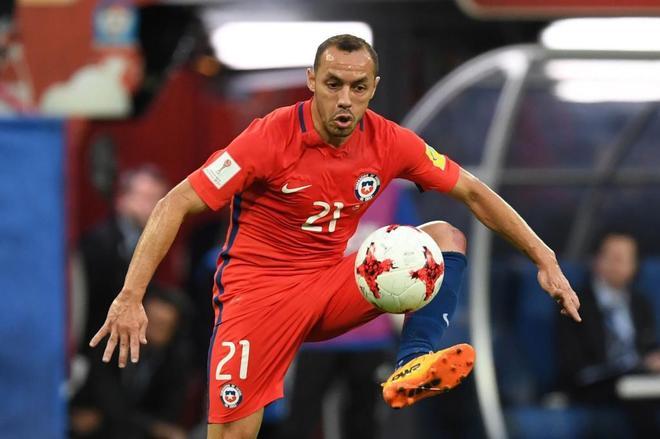 Marcelo Diaz controla el balón en la final de la Confederaciones ante Alemania.